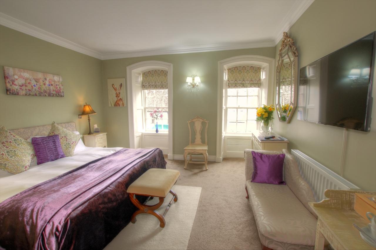 Aville Room